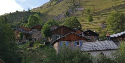 Chapelle, maisons, alpage...